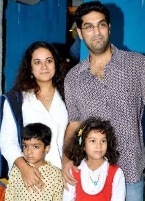 Kunaal With WIfe and Kids