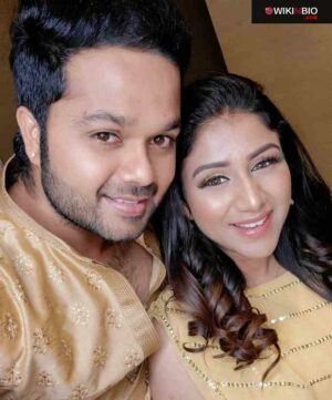 Sanjeev Karthick With His Wife