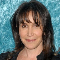 Gina Hecht age