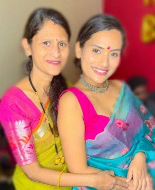 Shweta kharat with her mother